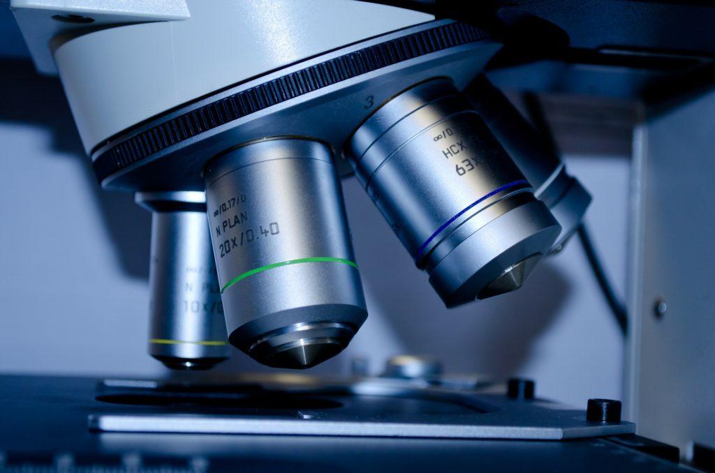 Analyse de l'air en laboratoire spécialisé par Tera Environnement
